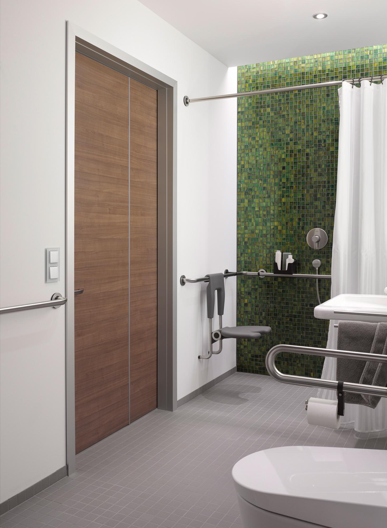 raumspart r auch f r rollstuhl und rollatornutzer k ffner aluzargen. Black Bedroom Furniture Sets. Home Design Ideas