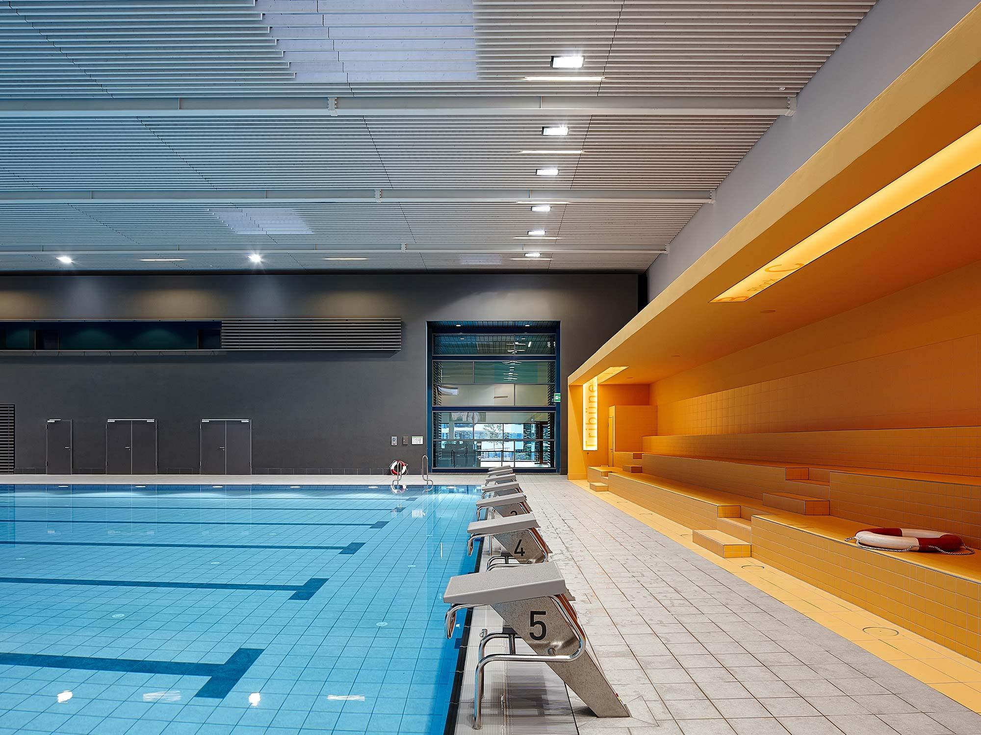 Aluminiumzargen im Schwimmbad