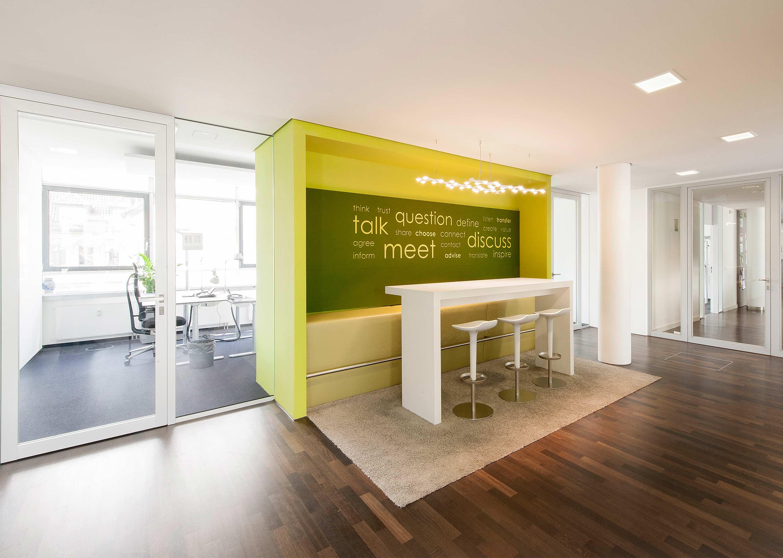 Bürotüren mit raumhohen Rahmentüren
